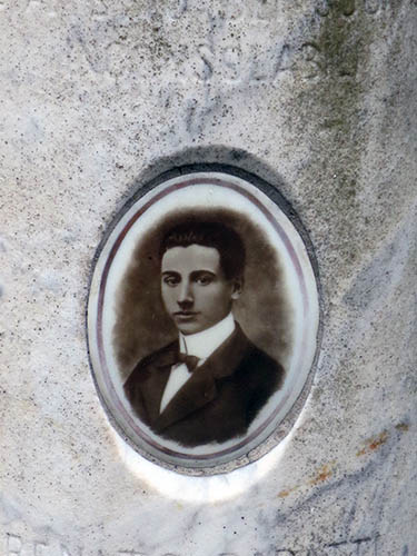 Boris de Rachewiltz tomb